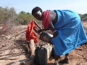 Femme Samburu dans la Milgis River