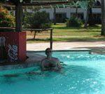 Au frais dans la piscine